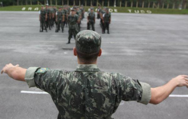 b4303dd79 Cerca de 13 mil garotos se alistam por ano nos três Tiros de Guerra do  Grande ABC. Em São Bernardo está o maior contingente com, em média, ...