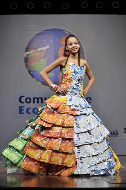 Mauá recebe desfile de roupas feitas com materiais recicláveis