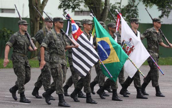 d5f96137b As que desejam seguir carreira na área devem prestar concurso público e  ingressar nas Forças Armadas (Marinha, Aeronáutica e Exército).