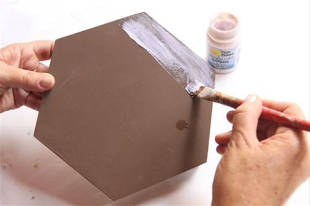 4 – Pinte somente a tampa com acqua glitter cor cobre