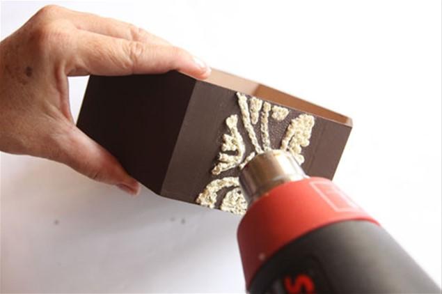 6 – Use o soprador ou secador de cabelos para a tinta crescer