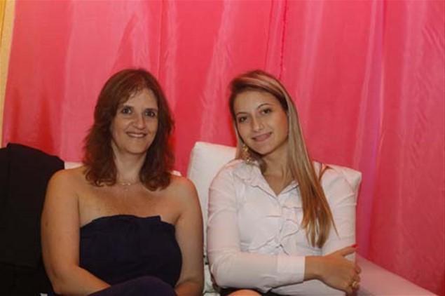 Em momento de descanso, Patrícia Agnello e Natália Matozinho